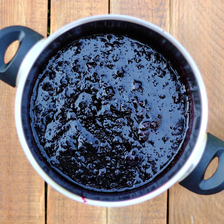 Fekete ribizli zselé, fekete ribizli lekvár cukorban