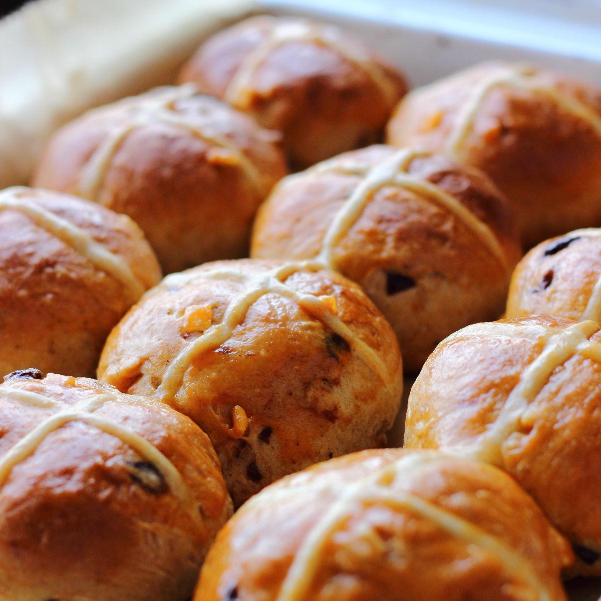 Hot cross buns, Angol húsvéti zsemle megsülve