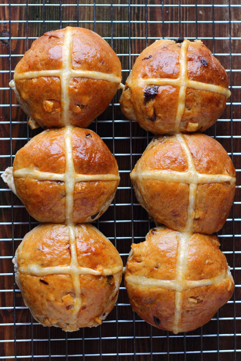 Hot cross buns, Angol húsvéti zsemle