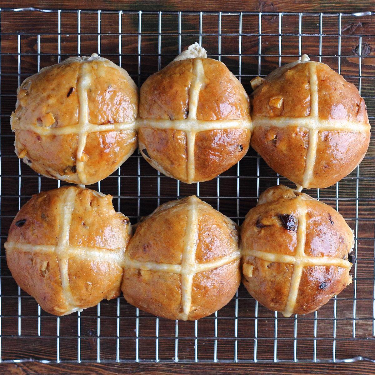 Hot cross buns >Angol húsvéti zsemle